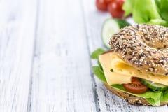 早餐百吉卷(用乳酪;选择聚焦) 免版税库存照片