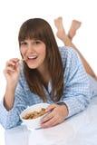 早餐食品吃女性健康少年 图库摄影