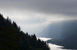 早黎明在哥伦比亚河峡谷 库存图片