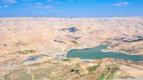 旱谷Mujib河和Al Mujib水坝谷  库存照片