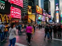 时代广场大厦在晚上,纽约 免版税图库摄影