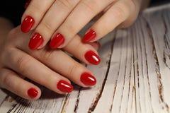时兴的红色修指甲 免版税图库摄影