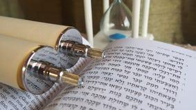 时刻详细检查YHWH神圣的摩西五经  免版税图库摄影