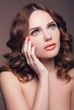 时尚、健康、秀丽和温泉概念-有r的美丽的妇女 库存图片
