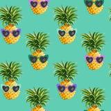 时尚印刷品的菠萝滑稽的玻璃无缝的样式,夏天纹理,墙纸图形设计热带背景 库存例证