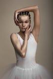 魅力。 艺术性的侈奢的妇女。 时髦被镀青铜的构成 免版税库存照片