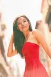 时尚在外面红色礼服的妇女画象 库存照片