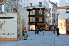 时尚在著名Graben街道上购物在维也纳,奥地利 免版税图库摄影