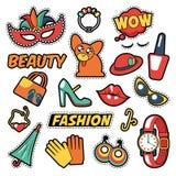 时尚女孩徽章、补丁、贴纸-可笑的泡影,狗、嘴唇和衣裳在流行艺术可笑的样式 免版税库存图片