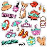 时尚女孩徽章、补丁、贴纸-可笑的泡影,狗、嘴唇和衣裳在流行艺术可笑的样式 库存图片