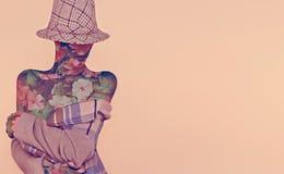 时尚妇女花和格子花呢披肩样式 库存照片