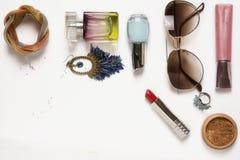 时尚妇女静物画 女性时尚化妆用品 免版税库存照片