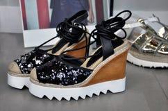 时尚平台鞋子 免版税库存照片