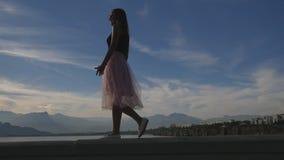 时尚年轻女人生活方式画象薄纱裙子的 影视素材