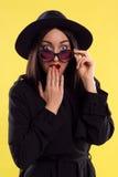 时尚时髦的夫人In Sunglasses 免版税库存照片