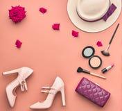 时尚时髦的集合 化妆的精华 最小 免版税库存图片