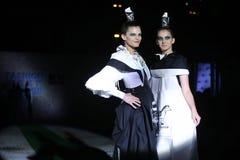 时尚星期萨格勒布:Djenisa Pecotic和Emina Kusan,萨格勒布, C 库存图片