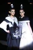 时尚星期萨格勒布:Djenisa Pecotic和Emina Kusan,萨格勒布, C 免版税库存照片