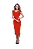 时尚样式妇女完善的身体形状深色的头发穿戴红色 免版税库存图片