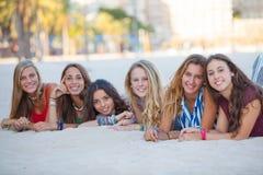 时尚海滩女孩 免版税库存照片