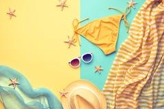 时尚海滩成套装备 夏天衣裳比基尼泳装集合 库存图片