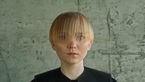 时尚白肤金发的妇女画象 金发 发型 理发 构成 免版税库存照片