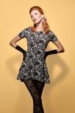 时尚秀丽手套的画象妇女 葡萄酒 免版税图库摄影