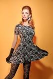 时尚秀丽手套的画象妇女 葡萄酒 免版税库存图片