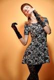 时尚秀丽手套的画象妇女 葡萄酒 图库摄影