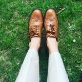 时尚穿上鞋子审查员 库存照片