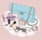 时尚精华 与袋子,太阳镜,鞋子的背景 免版税库存图片