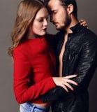 时尚美好的性感的夫妇演播室照片  图库摄影