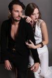 时尚美好的性感的夫妇演播室照片  库存图片