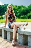 时尚腿长的女孩开会 库存照片