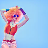 时尚行家女孩,时髦的发型 构成 免版税库存图片