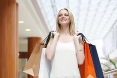 时尚购物妇女 免版税库存照片