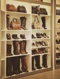 时尚起动和鞋店 免版税图库摄影