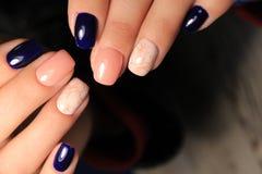 时尚钉子设计修指甲, 2018年的最佳的颜色 免版税图库摄影