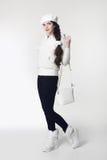 时尚青少年的白色样式神色 时兴的女孩佩带毛皮 图库摄影