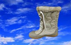 时尚鞋子和蓝天 免版税库存图片