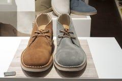 时尚鞋子陈列室显示购物零售 库存图片