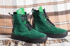 时尚绿色鞋类 图库摄影