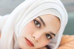 时尚画象美丽的回教妇女 免版税库存图片