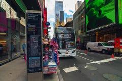 时报广场、百老汇的交叉点和第48条街道 库存照片