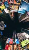 时报广场在晚上,从地面的射击 免版税图库摄影