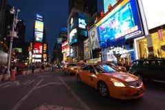 时报广场在纽约在晚上 免版税库存图片