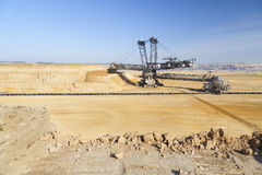 时段挖掘机巨人轮子 库存图片