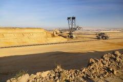 时段挖掘机巨人轮子 免版税图库摄影