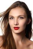 时装模特儿与长的吹的头发的女孩画象 有健康和秀丽布朗头发的魅力美丽的妇女 头发化妆用品 免版税库存照片