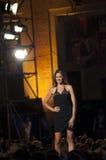 时装模特儿与黑礼服的塞西莉亚capriotti 库存照片